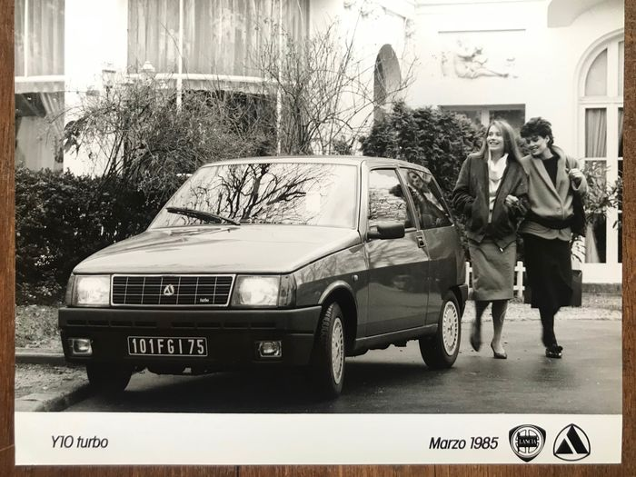 Picture - Lancia Y10 Turbo official large press photos 8 pieces + 59 other Y10 variants - Lancia - 1980-1990