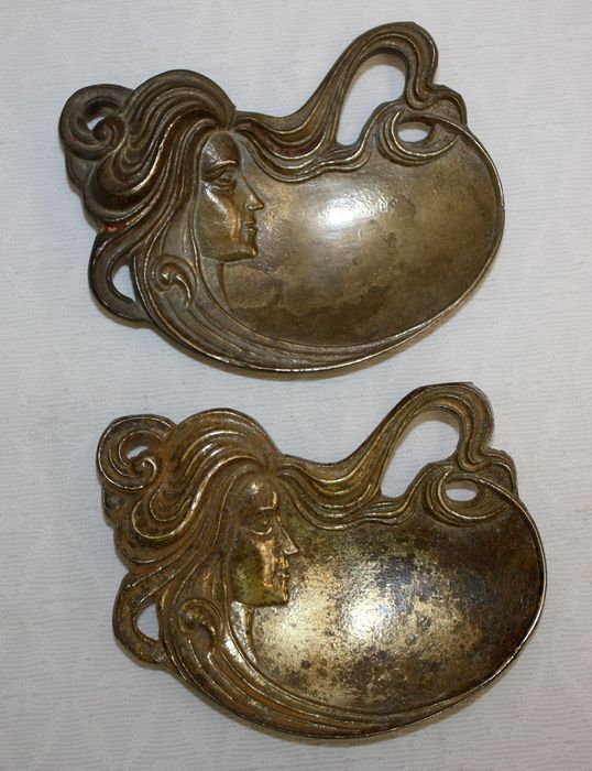 Two soap dishes, ppio of the 20th century - Bronze