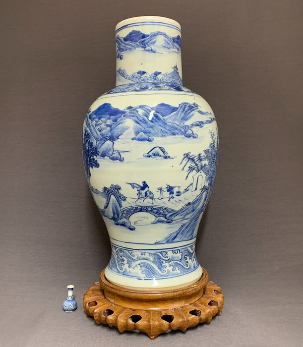 Vase - Porcelain - Chinese -   Scholars in a mountainous river landscape - China - Qing Dynasty (1644-1911)