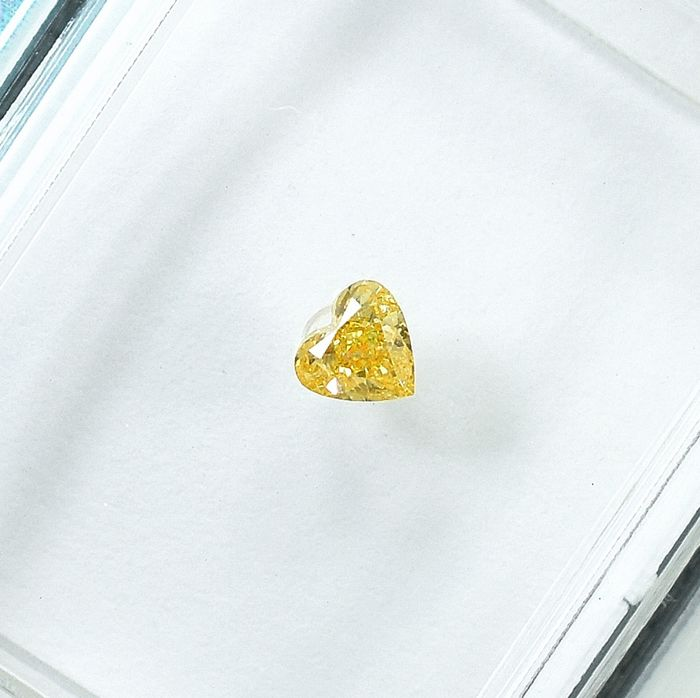 Diamant - 0.12 ct - Hart - Natural Fancy Light Orangy Yellow - SI2