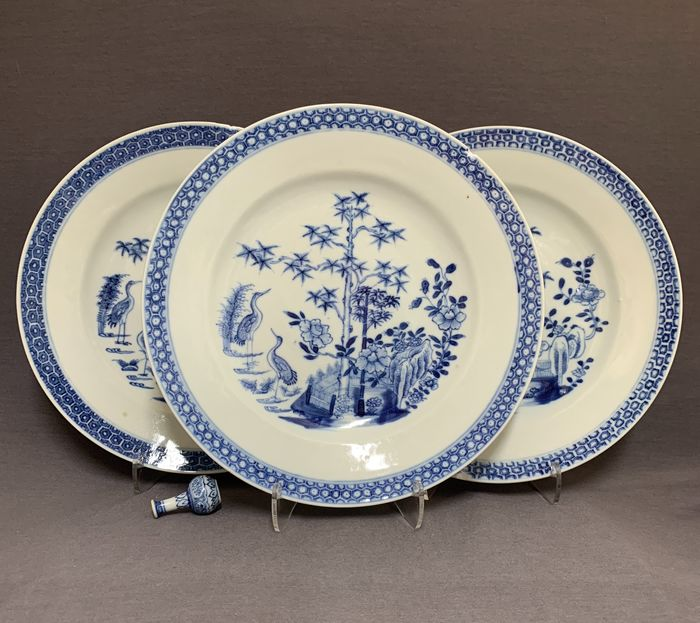 Plates (3) - Porcelain - Chinese - Two cranes in a landscape - China - Qianlong (1736-1795)