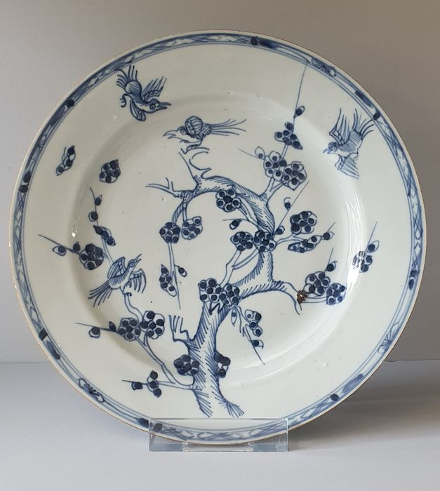 Bord (1) - Blauw en wit - Porselein - Prunus, birds, pinetree - Nice Plate with continious decor Ø 23 cm - China - 18e eeuw