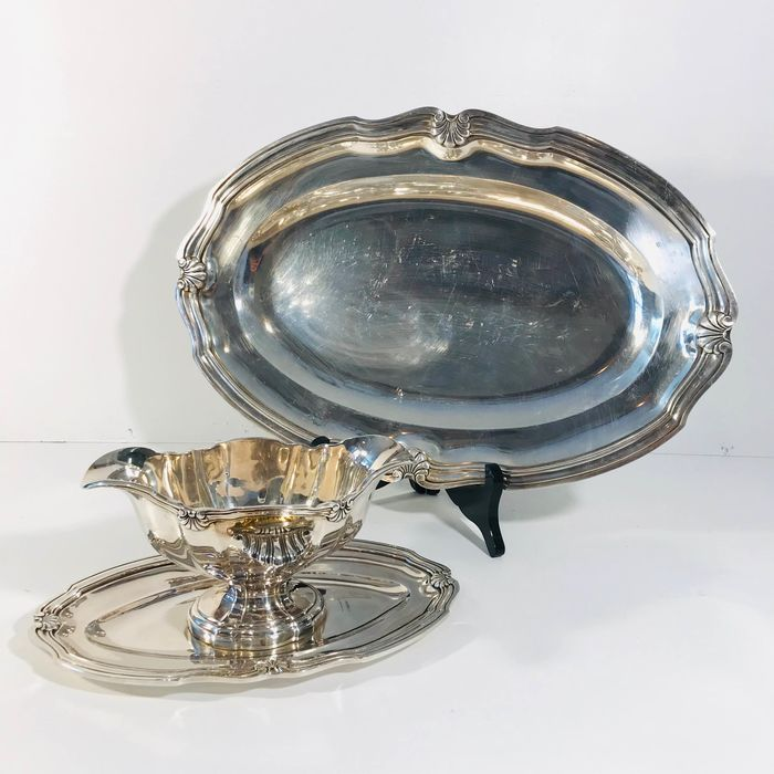Silver plated serving dish and sauce bowl decorated with Scallops Ca. 1970 (2) - Silverplate