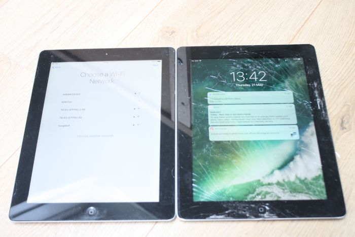 Apple Lot of 2 iPads  - iPad 3 WiFi 64 GB (model A1430) & iPad 4 WiFi & 3G 16 GB (model A1460) - Onderhoud nodig