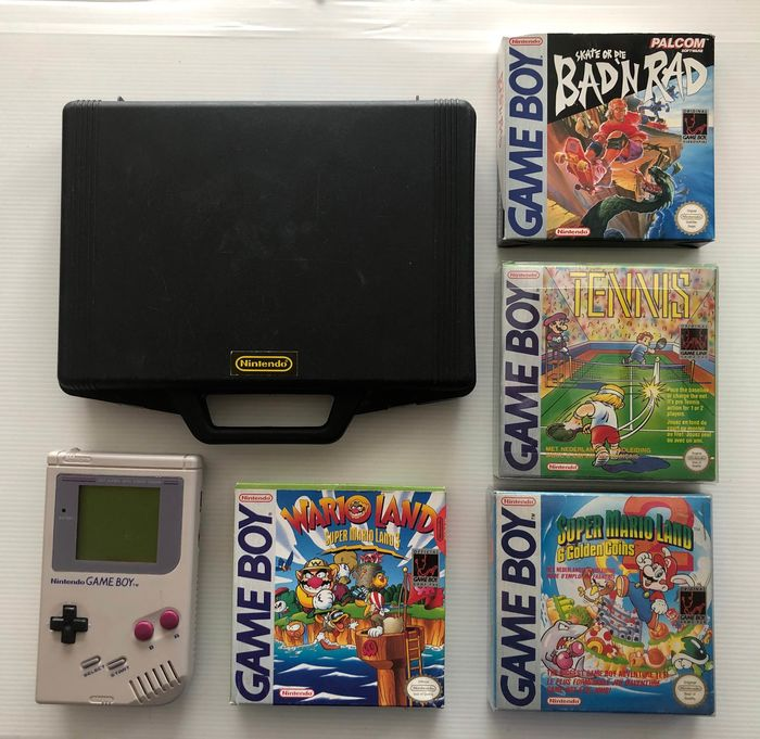 Classic Nintendo Game Boy with travelcase & 4 CIB Games Nice Condition! - !