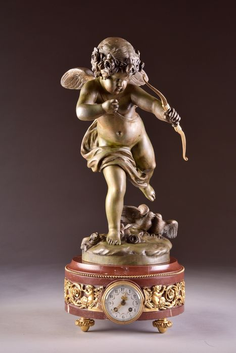 Beautiful large French Cupid mantel clock (65 cm), After Jean Antoine Houdon (French 1741–1828) - Marble, Patinated bronze - Second half 19th century