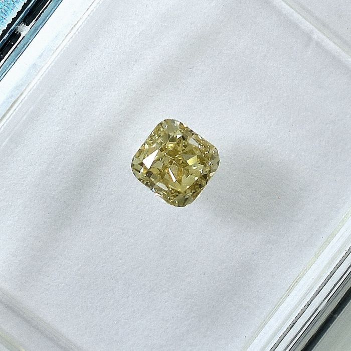 Diamond - 0.31 ct - Cushion - Natural Fancy Light Brownish Yellow - Si1 - NO RESERVE PRICE