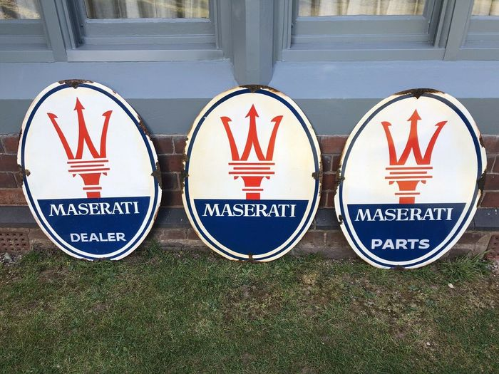 Sign - Rare Maserati Hand-painted Dealership Wall Art - Set Of Three Metal Signs Dealer / Parts - Maserati - 1990-2000