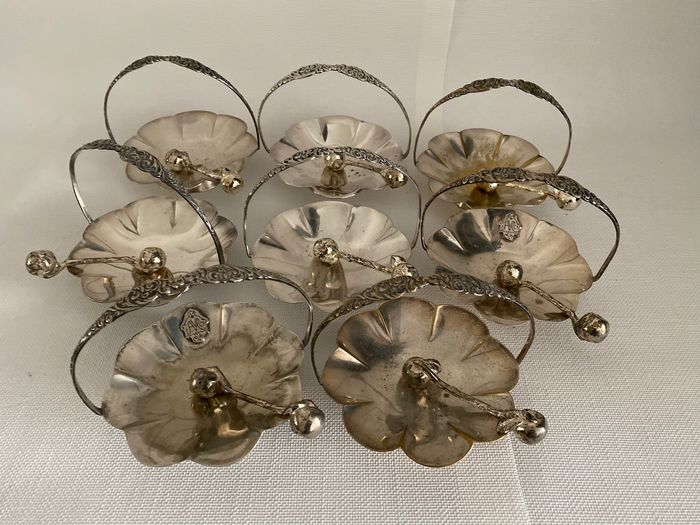 8 silver plated bonbon dishes  (8) - Silverplate