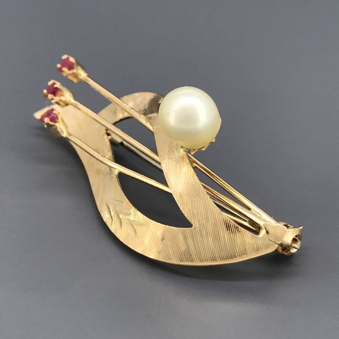 18 kt. Akoya pearls, Yellow gold, 6.80 mm - Brooch - 0.12 ct Rubini