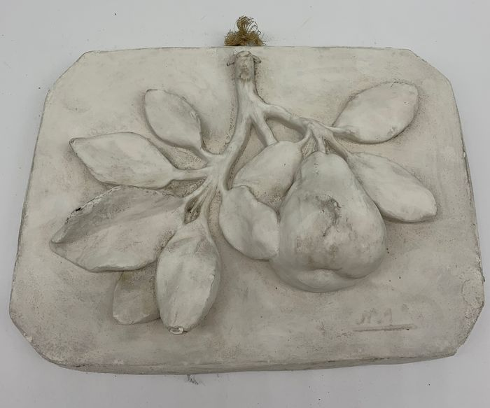 An elegant still life garland worked upon a plaster plafoon - Plaster