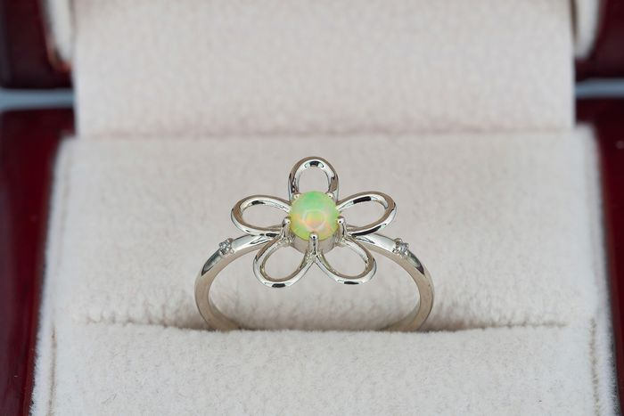 14 kt. White gold - Ring Opal - Diamonds