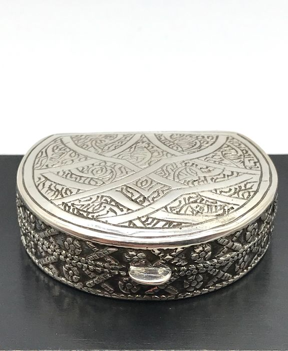 Sturdy handmade, fully worked silver Pill box. - Silver