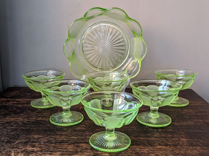 Sowerby - Art deco uranium sherbet dishes and bowl (7) - Art Deco - Glass