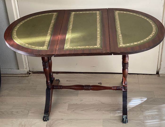 Lop table with inlaid table top made of green leather-in Regency style,  - Regency Style