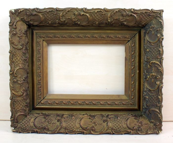 A classic picture frame - Gilt, Limewood - Late 19th century