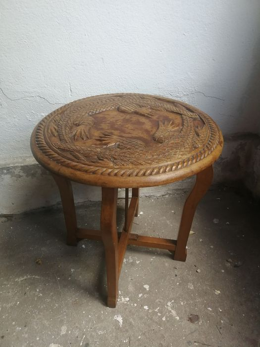 Solid wood carving - side table with Alligators - approx. 1930 - Folding frame - Wood
