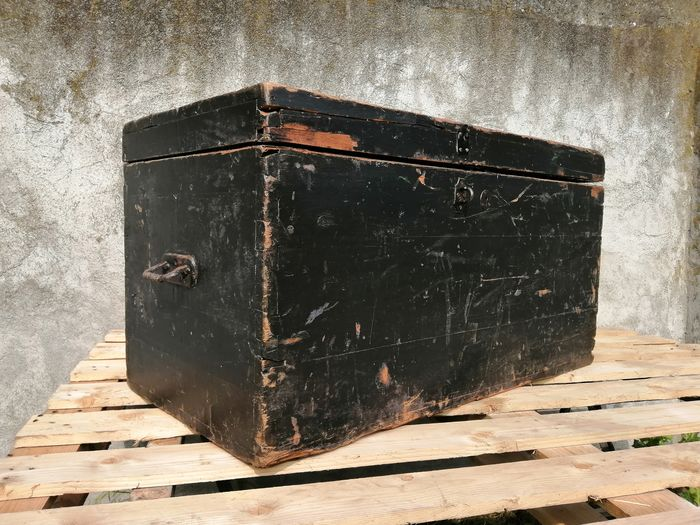Icebox trunk from the early 1900s - Iron (cast/wrought), Wood