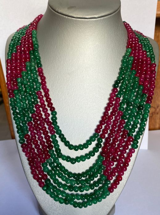 Emeralds and rubies. Sphere - 0×0×54 cm - 144 g - (1)
