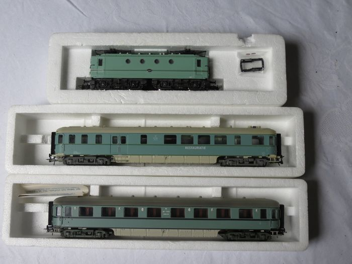 Roco H0 - 4157A/44290 - Electric locomotive, Passenger carriage - Series 1100, with 2 Plan-D carriages - NS