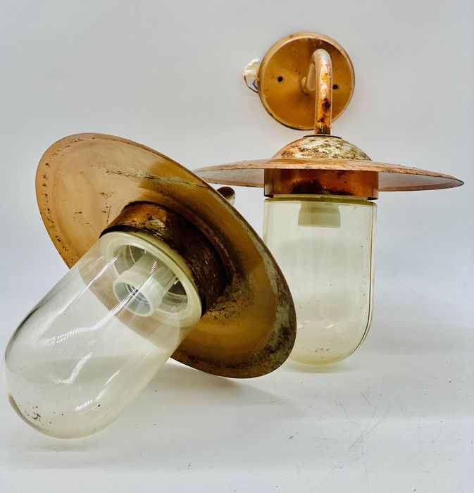 Large Classic wall lights (2)