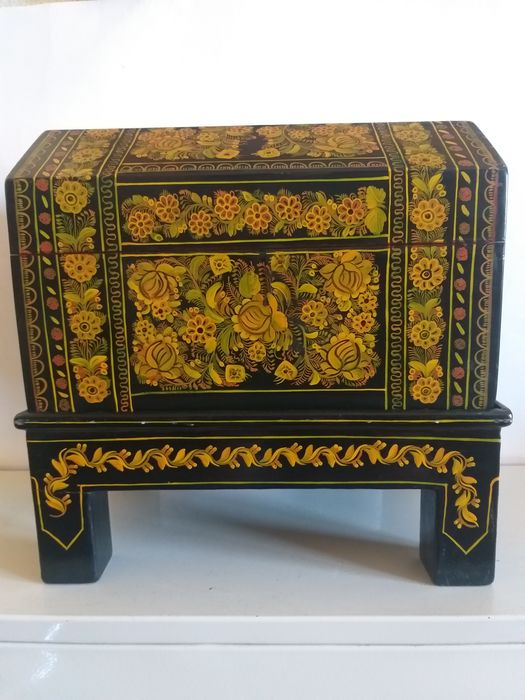 Lacquered and painted chest with its base (2) - Solid wood - India - Late 20th century