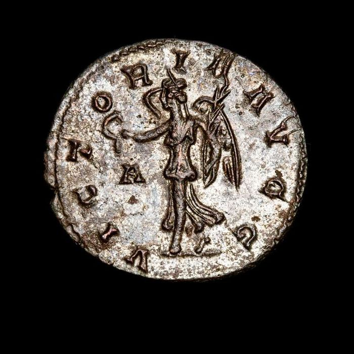 Roman Empire - Silvered antoninianus, Carinus (282-283 AD) - VICTORIA AVGG / A - Victory holding wreath and palm - Bronze