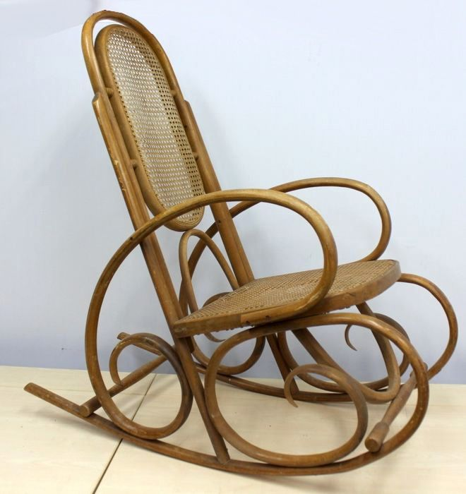 A rocking chair, Thonet style - beech wood and cannade