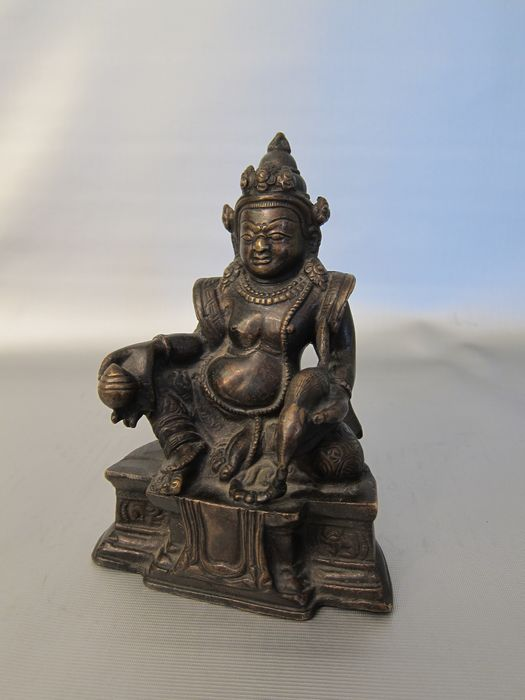 A BRONZE FIGURE OF JAMBHALA (1) - Bronze - Tibet - Early 20th century