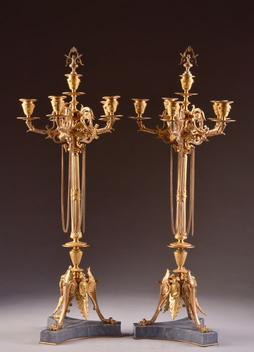 Pair of large sized four-armed candlesticks on marble feet - Napoleon III - Bronze (patinated), Marble - 2nd half of the 19th century