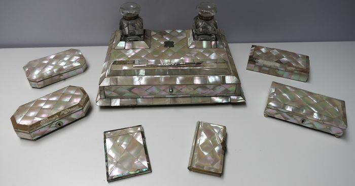 Collection of mother of pearl objects - Mother of pearl, Silver, Wood