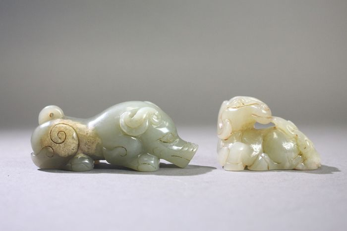Ornament - Jade - Two carving jade beast - China - Late 20th century