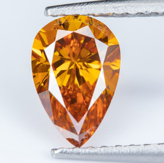Diamond - 1.00 ct - Natural Fancy Vivid Orange - SI1