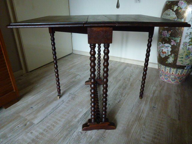 A folding rectangle hanging table with standing on six turned / spiral legs with two - Wood
