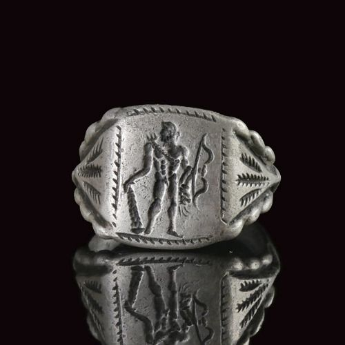 Ancient Roman Silver Ring with Hercules - (1)
