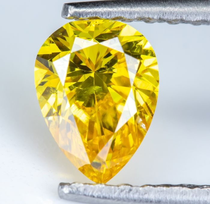 Diamond - 0.50 ct - Natural Fancy Vivid Orangy Yellow - SI1