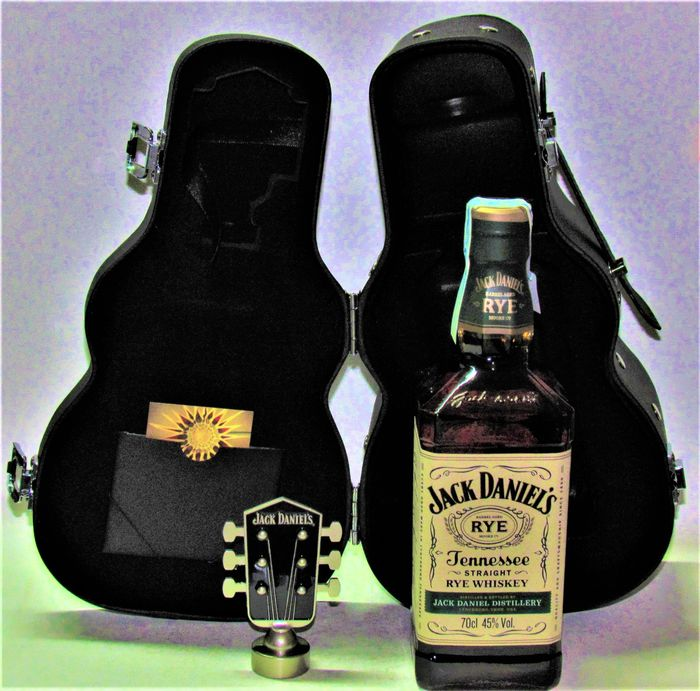 Jack Daniel's Straight Rye - Whiskey Guitar Case - 70cl