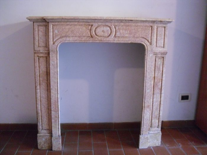 Valencian cream marble fireplace - Marble - around 1900