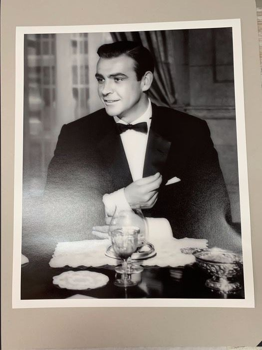 James Bond - Sean Connery (007) behind the scenes at the Casino Monte Carlo  - Foto, 52 x 64 cm