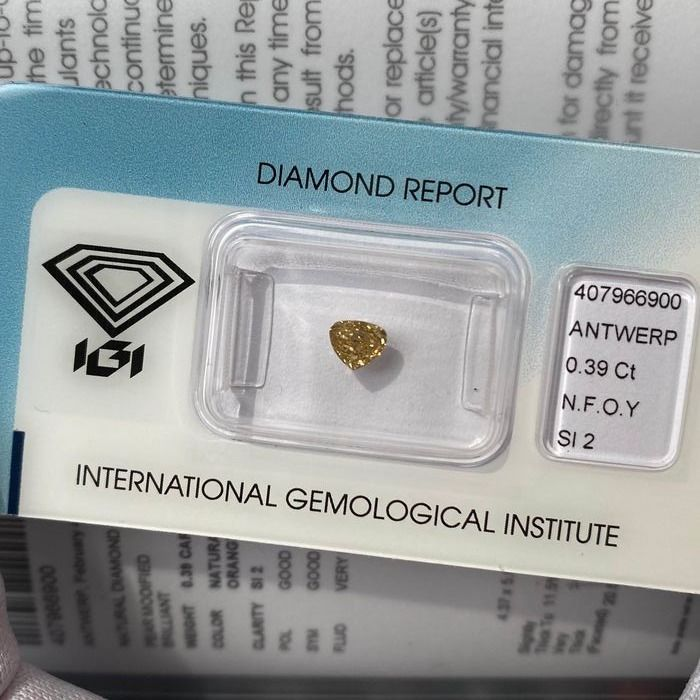 Diamond - 0.39 ct - Pear - fancy orangy yellow - SI2