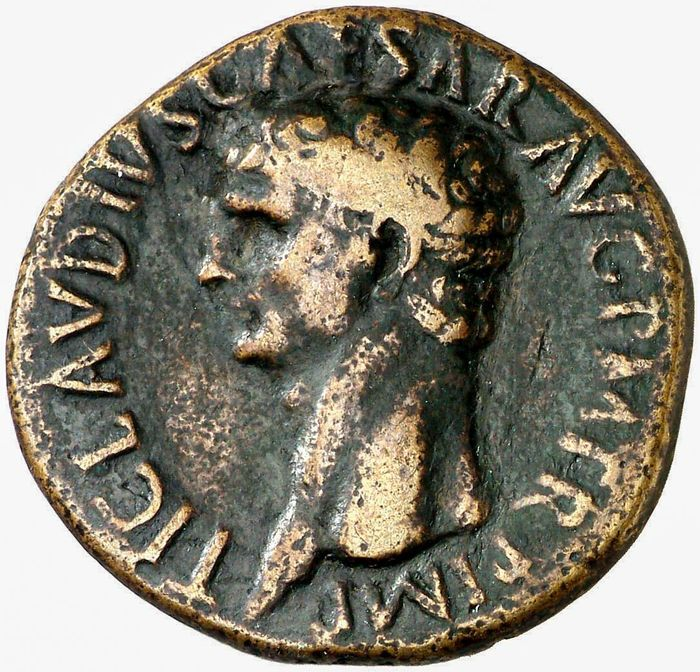 Roman Empire - Dupondius - Claudius I (41 - 54 A.D.). Rome. 41-42 A.D. CERES AVGVSTA. Ceres holding grain-ears and torch. - Bronze