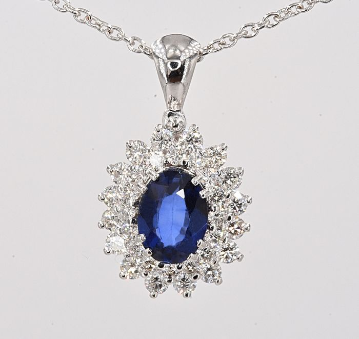 18 kt. White gold - Necklace with pendant - 1.01 ct Sapphire - 0.50 ct Diamonds