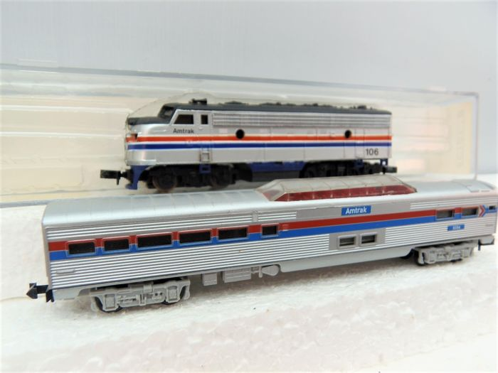 Minitrix, Life-Like N - 7739+3053 - Diesel locomotive, Passenger carriage - F-7 with panoramic carriage - Amtrak