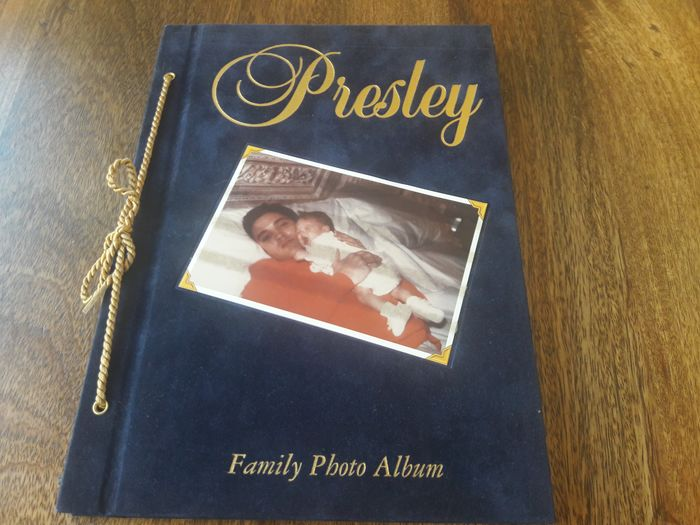 Elvis Presley & Related - Presley family photo album - Book - 1998/1998