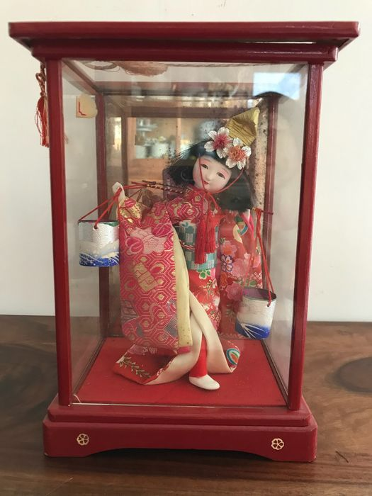 Doll - Glass, Lacquered wood, Paper, Silk - Inscribed 'Shigeki Takebei' 茂木武兵衛 - Japan - 1956