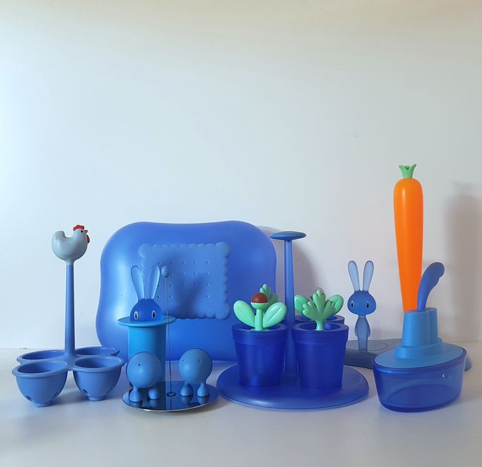 Stefano Giovannoni, Harry Paul Van Iersel - Alessi - Bunny & Carrot / Cookie Jar / Lilliput Pepper & Salt / Egg Cooker / Happy Spices - Tandenstokerhouder Bunny / Ship Shape Botervloot