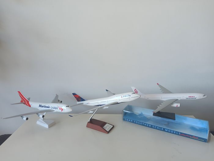 Rise and Soon Industrial Corp., Lupa AC models - Model la scară, Trei modele de avion - Lemn, Plastic