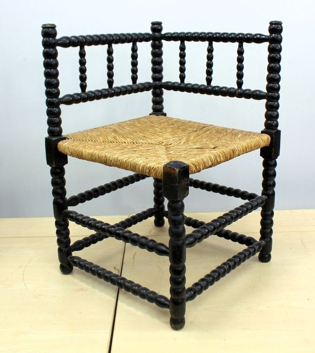 A corner chair with a wicker seat - Wood, Reed