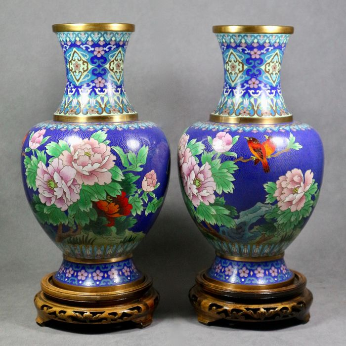 Pair of finely decorated vases (2) - Cloisonne enamel - China - Second half 20th century
