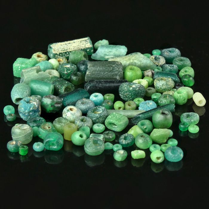 Ancient Roman Glass Collection of ± 100 glass beads